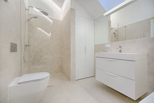 how to keep shower doors clean